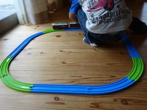 曲線レールと直線レールの簡単な組み合わせでの丸いレール