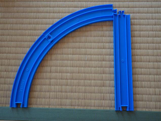 曲線レール2本と直線レール1本
