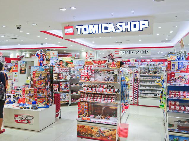 プラレールショップ大阪の隣にはトミカショップ