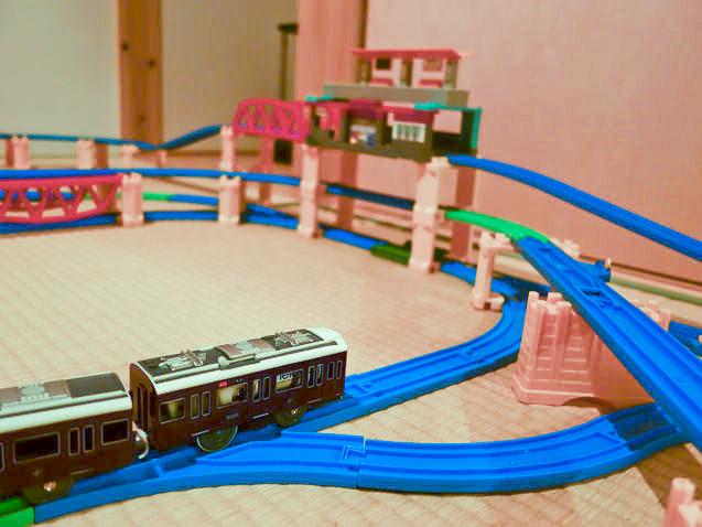 プラレールレイアウトを走る阪急電車