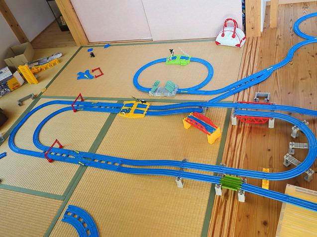 3歳児が作った巨大プラレールレイアウト