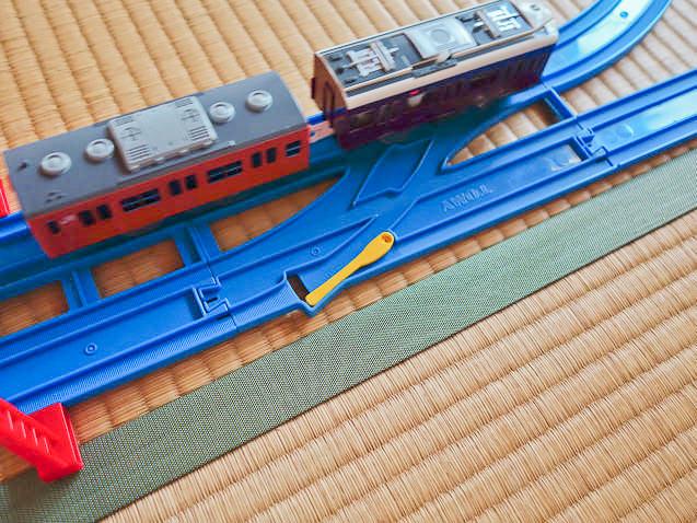 複線切り替えで両方の線路を走れるプラレールレイアウト