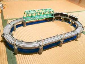 高架レールと大鉄橋セットの2段レイアウト