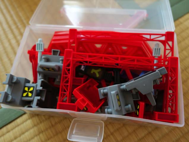 プラレールの細かな部品を収納 100均の箱