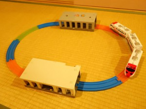 地下直線レールと地下の駅を併用した簡単プラレールレイアウト