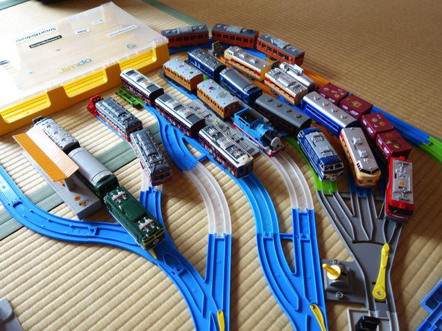 プラレールで網目状の複雑な車両基地を作ってみた