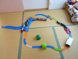 3歳の息子が作った車両基地っぽいレイアウト