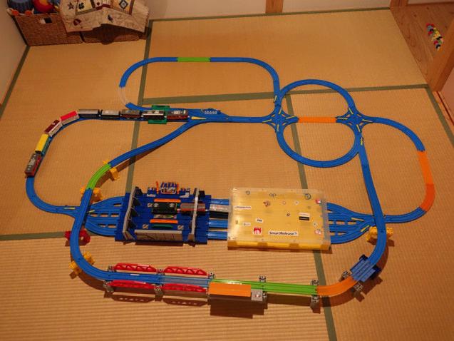 おおきな列車メンテナンスステーションとトレインケースを組み合わせたレイアウト