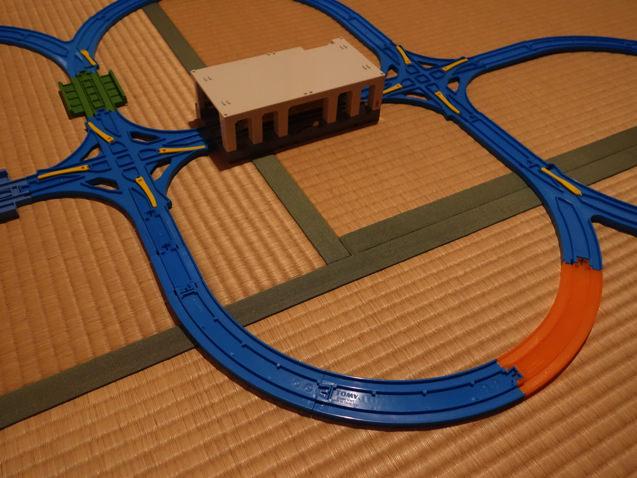 交差ポイントレールを2つ使って4つの丸を作ったレイアウト