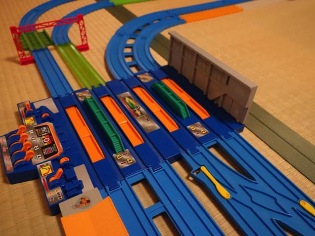 4車線で電車が交互に走れるぐるぐるレイアウト