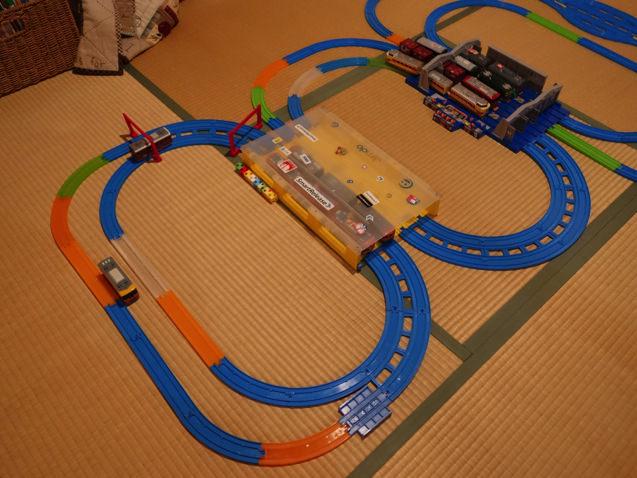 メンテナンスステーションとトレインケースを使ったループレイアウト